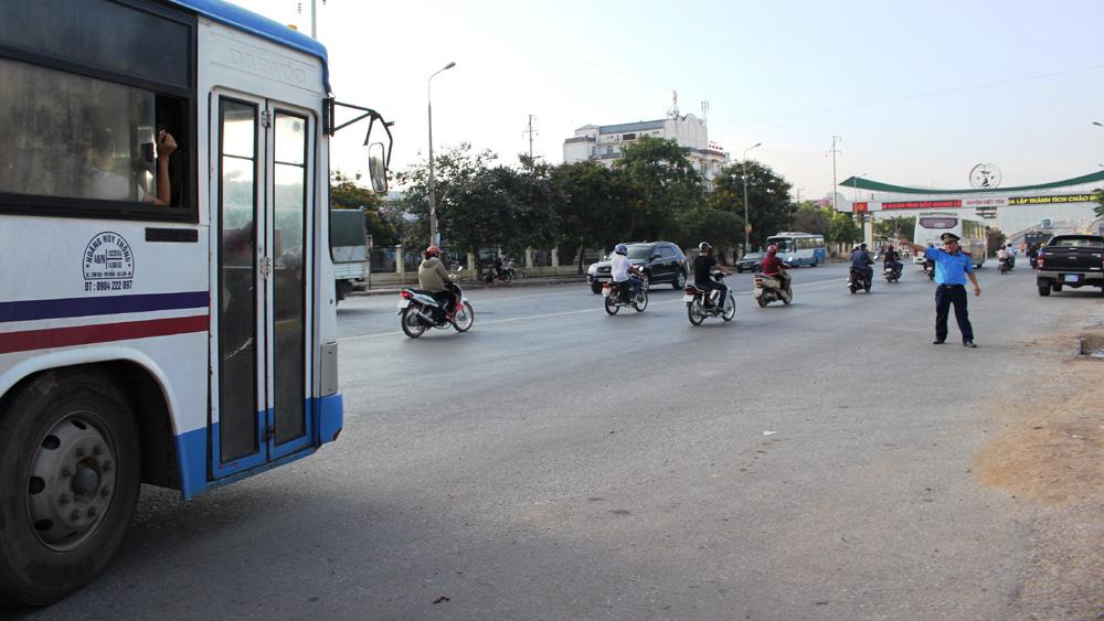 Phạt 9 xe đưa đón công nhân vi phạm